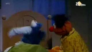 Bert en Ernie - Koekiemonster blijft logeren (deel 2)