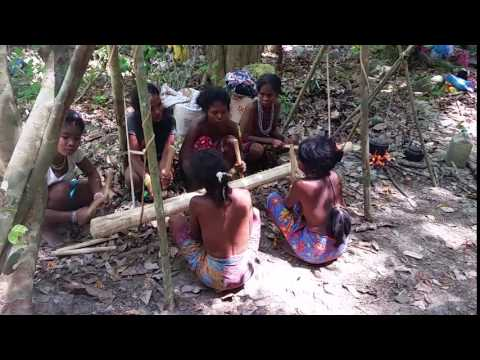 Palawan - ladies from Filipino Batak tribe 2016