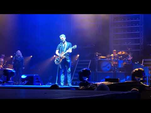Ditch - Eric Church Plays Some Pearl Jam While In Their Home State.