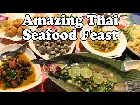 Thai Seafood Feast: Amazing Thai Food at a Seafood Restaurant in Thailand Vlog