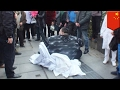 Fat man falls: Obese Chinese man slips on sidewalk, takes group 2 hours to stand him up - TomoNews