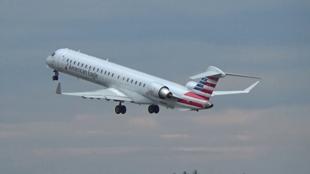 American Eagle Crj 900 Fast Morning Takeoff At Mht Youtube
