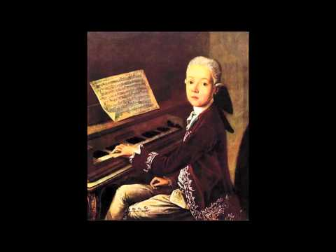 W. A. Mozart - KV 2 - Menuet for keyboard in F major