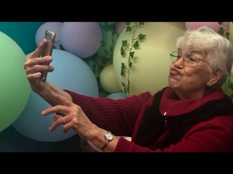 Chris Carr & Company - 'Selfie School' Is A Real Thing And Helps Seniors With Social Media