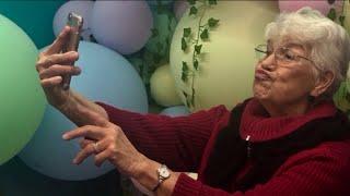 `Selfie School` gets grandparents in the social media game