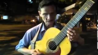 Nghệ sĩ hát rong đường phố   Xem nghe và cảm nhận ^^