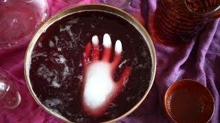 Halloween Party Rezept: Halloween Bowle mit gefrorener Hand