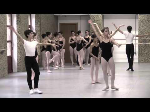Estudia Danza en el Conservatorio de Gijón
