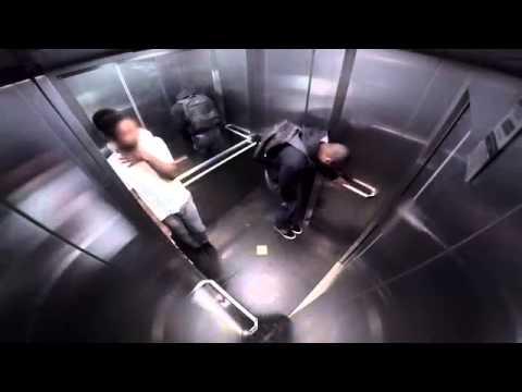 Cagon en el ascensor