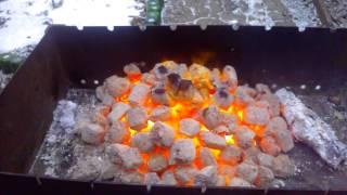 Топливные древесные брикеты в мангале(, 2013-06-15T20:56:04.000Z)