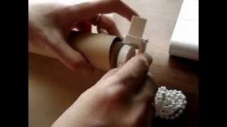Девушка устанавливает рулонные шторы своими руками(, 2013-03-20T10:53:39.000Z)