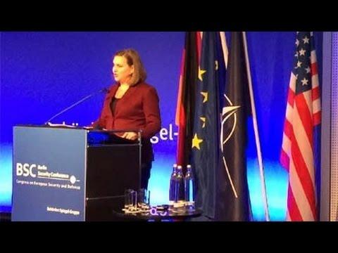 Nuland in Berlin: Sanctions until Russia returns Crimea. 17 Nov 2015