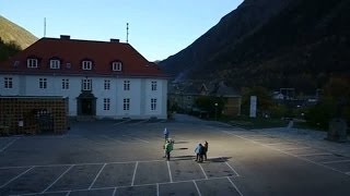 Repeat youtube video Norwegians use giant mirrors to reflect sunlight into town square