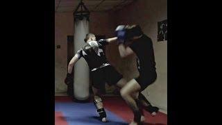 Тайский бокс Уроки - Красивый финт против блока(В этом видео по Тайскому боксу Уроки, ты увидишь как можно сделать красивый и жесткий финт под блок противни..., 2014-05-19T04:27:52.000Z)