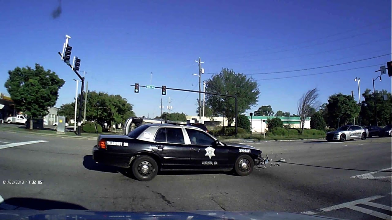 Report: Deputy distracted by microphone prior to crash