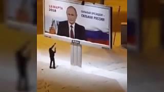 Мужик испортил агитационный плакат президента РФ выборы 2018