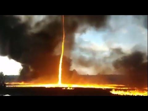 В Великобритании пожарный снял на видео огненный смерч среди догорающей фабрики