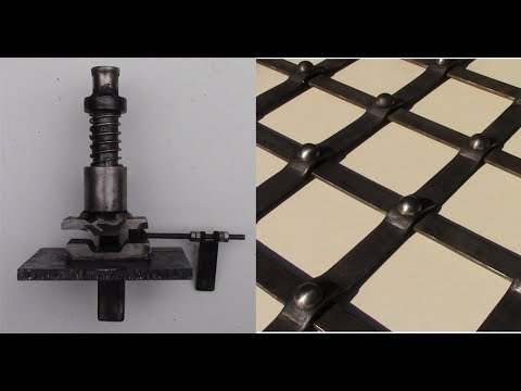 видео: Станок для кованой сетки.amazing homemade machines.