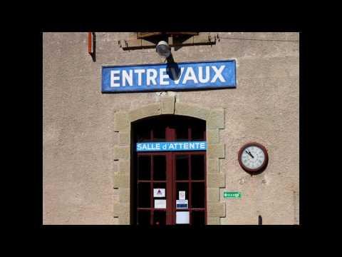 Setsuko Owan 大湾節子 Travel Photography – Entrevaux and Digne, France – La Paloma by Francis Goya