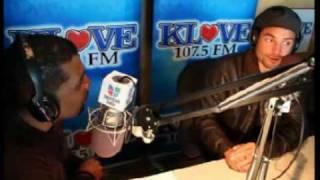 chayanne llega a los angeles entrevista radio klove