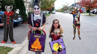 Gambar cover Kids Halloween Trick or Treat for Candy Surprise Toys