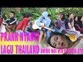 NYANYI LAGU THAILAND UWIK WIK WIK OH OH IH AY IN PUBLIC - PRANK INDONESIA
