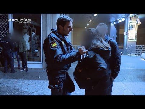 Una detenida se niega a identificarse a la Policía Policías en Acción
