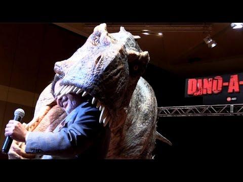 リアルに暴れ回る 巨大人造恐竜