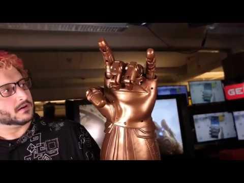 Hasbro's Infinity Gauntlet is a Big, Glowing, Clanky Godfist - Geek com