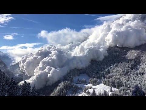 Une impressionnante avalanche déferle sur Vinadi en Suisse
