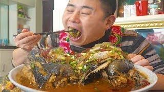 吃鱼还上头?怕只有小厨了,3斤的鱼眼睛,夫妻两竟靠香蕉裹腹!【超小厨】