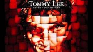 Watch Tommy Lee Sunday video