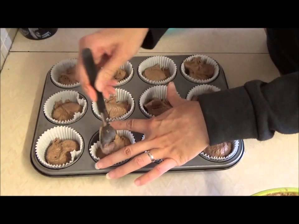 Quick And Easy Gluten Free Chocolate Cupcake Recipe - YouTube