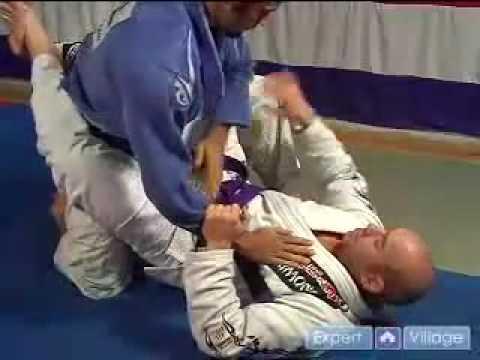 Advanced Brazilian Jiu-Jitsu Moves : Advanced Brazilian Jiu-Jitsu Scissor Sweep Move from Guard Position