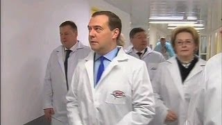 Тюмень. Федеральный центр нейрохирургии.(Председатель Правительства Дмитрий Медведев посетил федеральный центр нейрохирургии в Тюмени. Премьеру..., 2013-12-20T18:53:43.000Z)