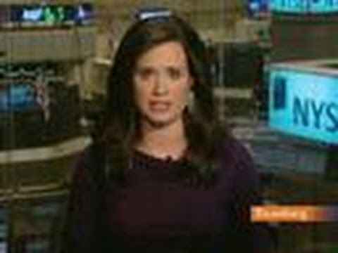 Stocks Decline as Shares of Commodity Producers Retreat: Video