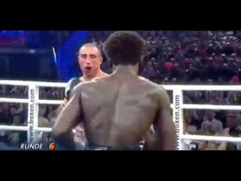 Легендарный  Артур  Абрахам  выигрывает бой с разбитой челюстью