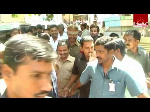 YS Jagan Attends Nampally CBI Court for His Assets Case | Bhaarattoday