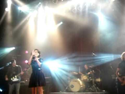 "selena gomez entrance ""kiss and tell"" san diego concert 11/15/09"