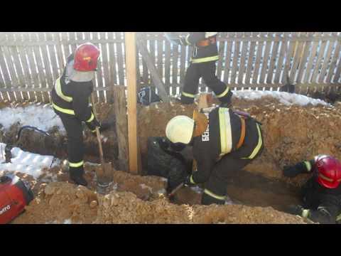 Мозырянин рыл траншею для водопровода  и оказался в земляном плену