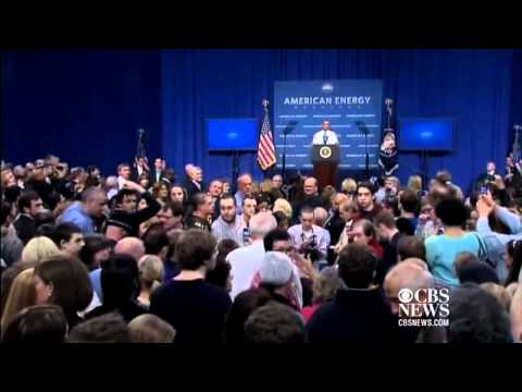 Person Faints During Obama's Speech In New Hampshire