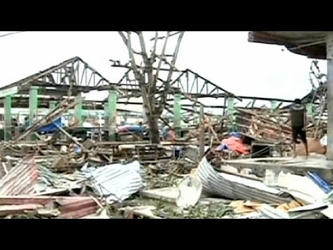 Philippines struggles to deliver aid after Typhoon Haiyan