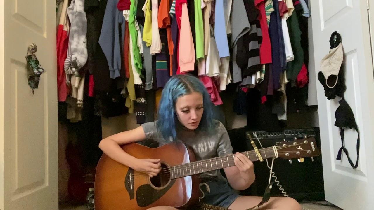 living virtually (acoustic) - chloe moriondo