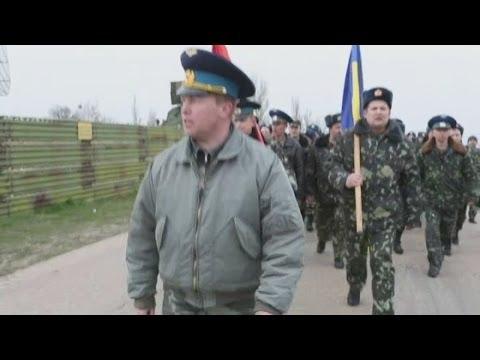 Ukraine crisis: first shots fired in Crimea (but into the air)