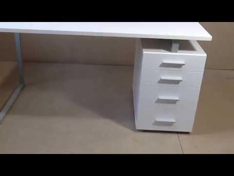 Белый стильный письменный стол