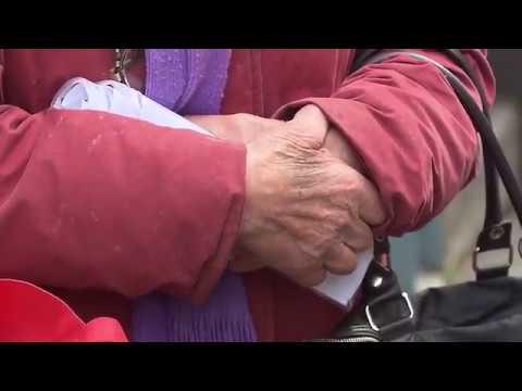 80 ANNI, A TORINO RACCOGLIE IL CIBO PER 12 FAMIGLIE INDIGENTI