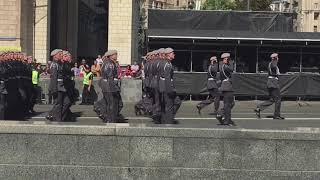 Парад 2018. Киев. Маршируют девушки, марш военных, военная техника  и военная авиация