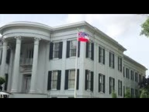 US state holds ceremony to retire former state flag