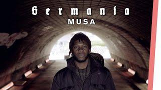 Musa über Kindersoldaten, Rassismus und seine Ausweisung