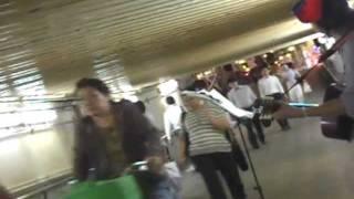 2011年8月3日 十三駅ガード下にて 路上ライブ ytakeko http://www...